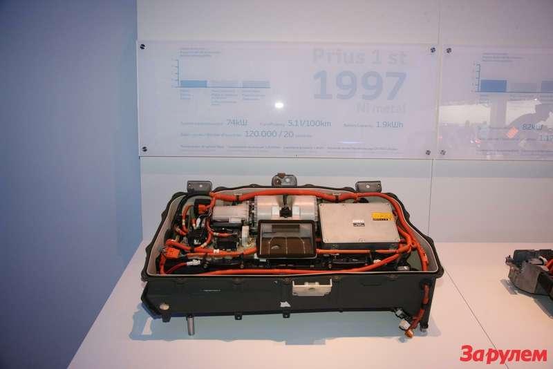 Блок силовой электроники первого поколения  «Тойоты Приус». Нам исегодня такие вдиковинку.