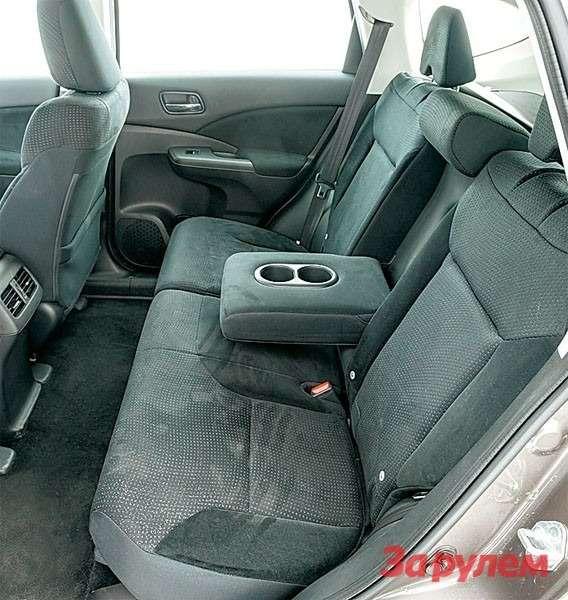 Honda: нельзя сказать, что назаднем сиденье чувствуешь себя идеально, новцелом усаживаешься хорошо.