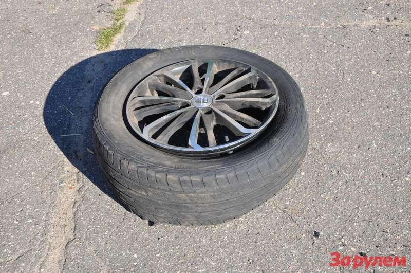 Ещеодно заднее левое колесо Citroen C4отправлено вутиль.