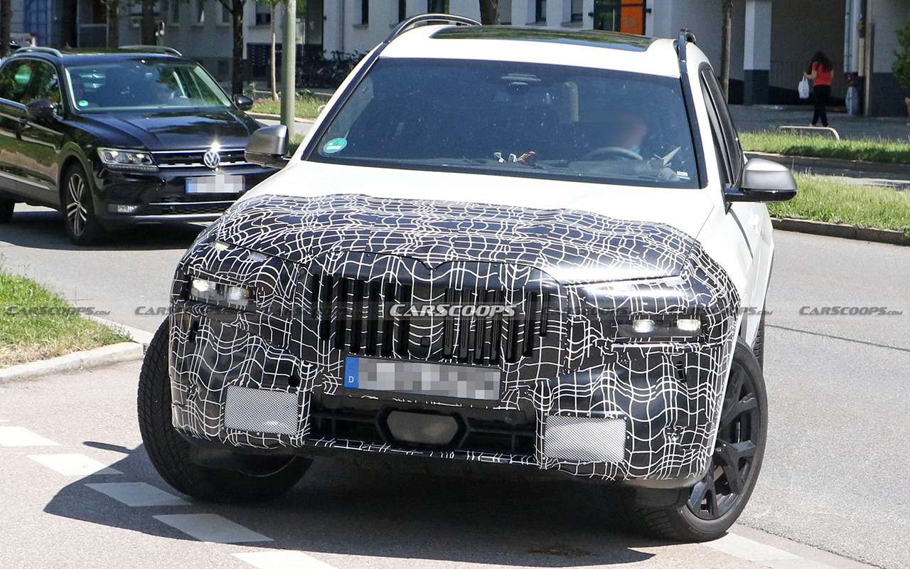 Обновленный BMW X7получит раздельные фары— фото 1259748