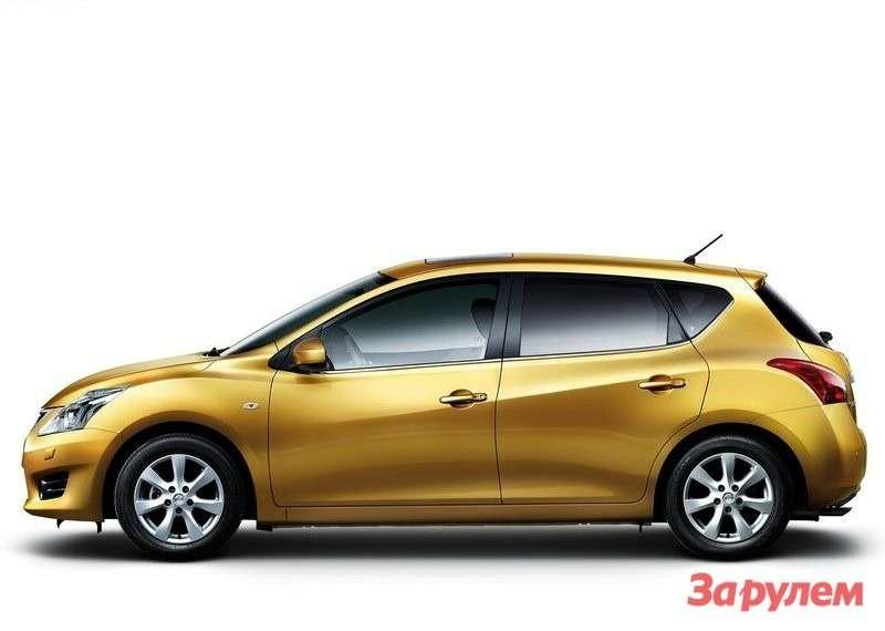 Nissan-Tiida_2012_