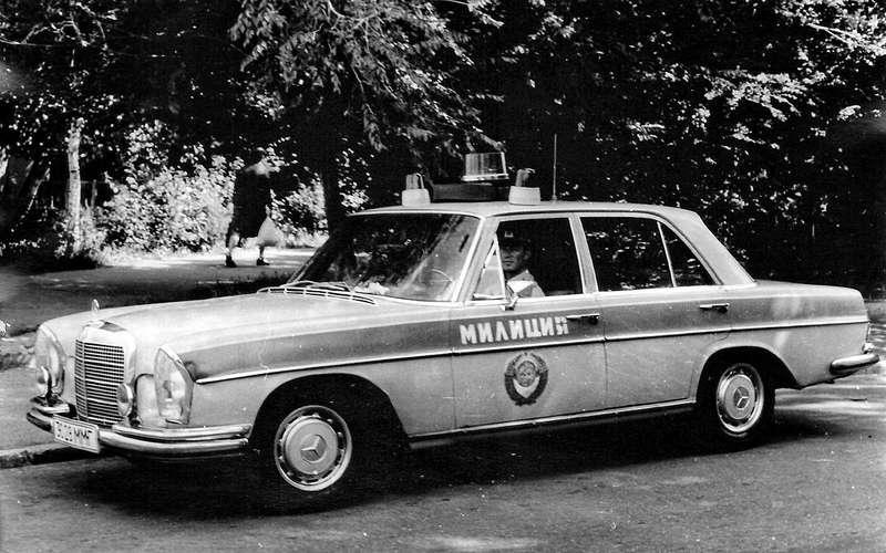 Mercedes-Benz семейства W108/W109.