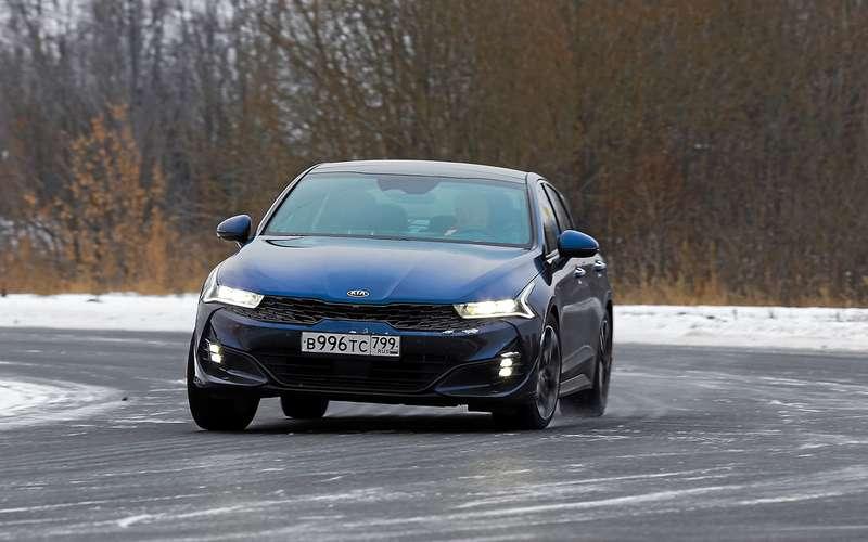 Новая Octavia против больших седанов— Kia K5и Mazda 6