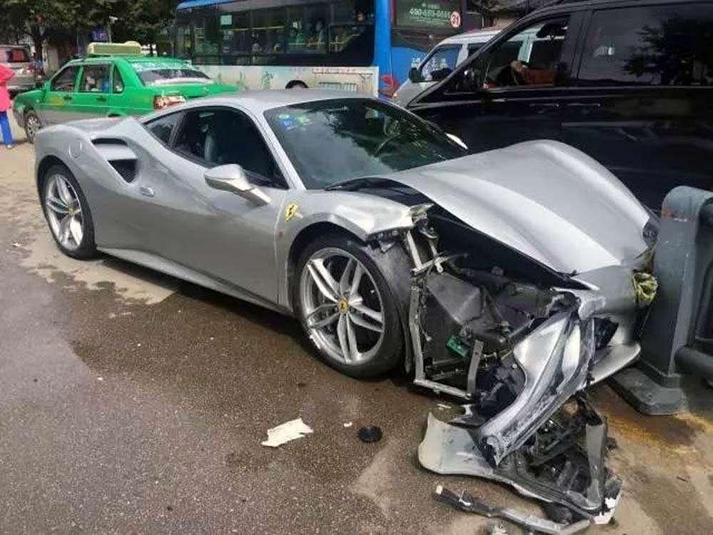 Только вКитае, часть 2: «встретились» два Ferrari— фото 627063