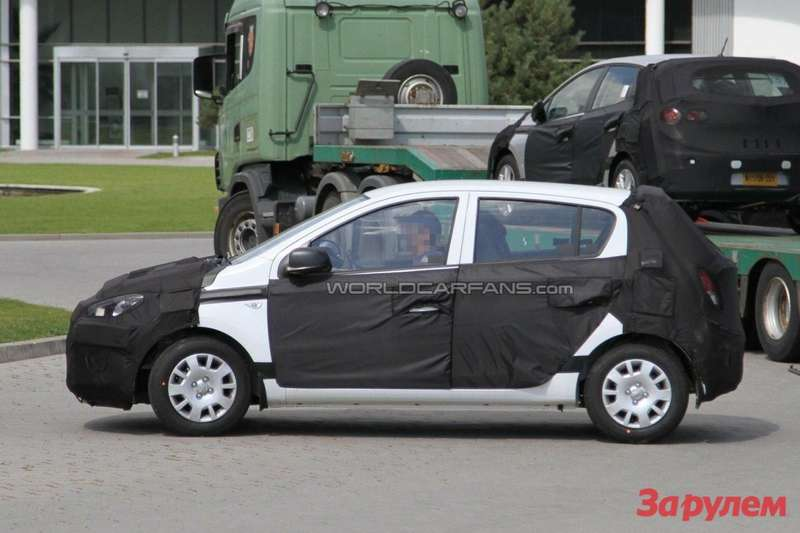 Facelifted Hyundai i20 side view