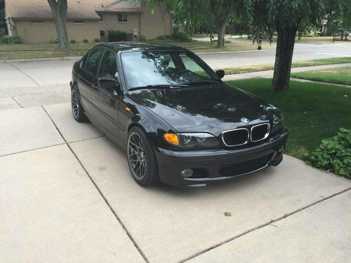 «Трешка» ссюрпризом: старенький BMW чуть нестал… Корветом
