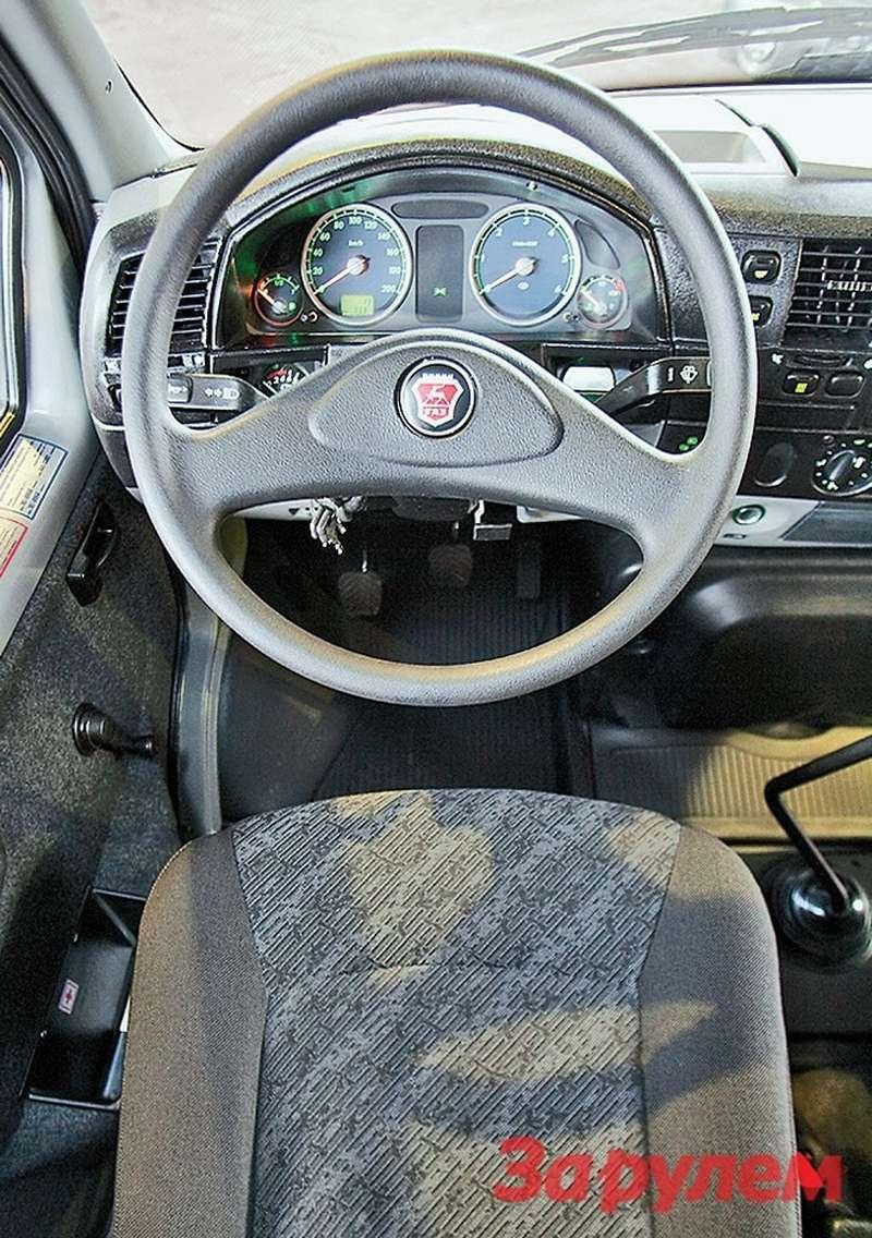 Раньше руки водителя «газона» были черными отпластмассовой «баранки»