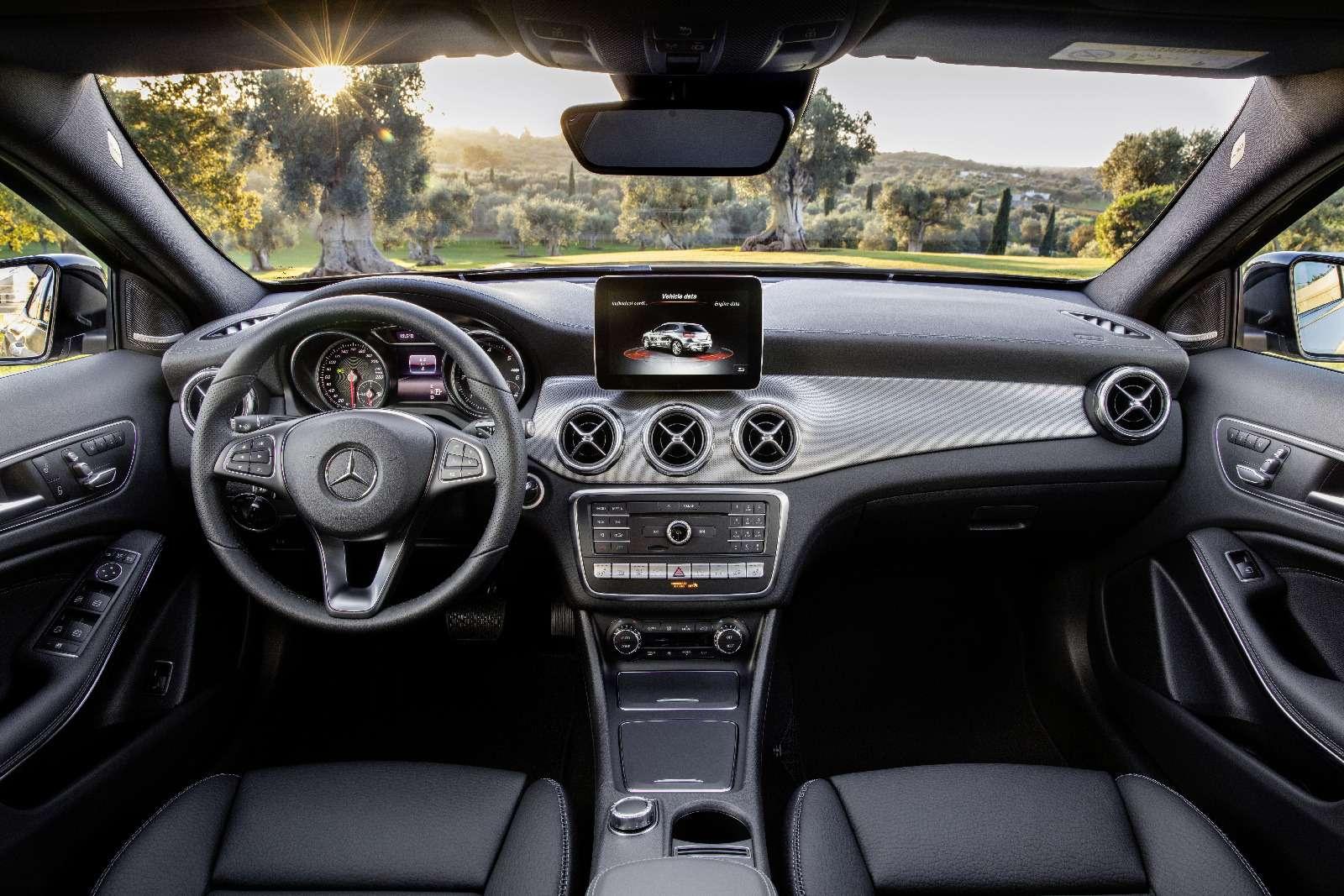 Mercedes-Benz GLA стал краше, нонепросторнее— фото 690063
