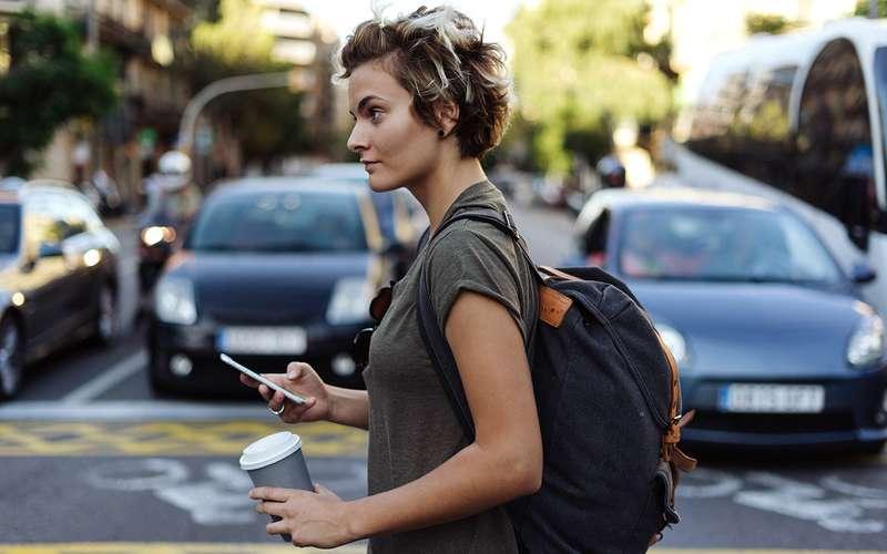 Каквернуть пешеходов вреальность: оторвать отсмартфона!