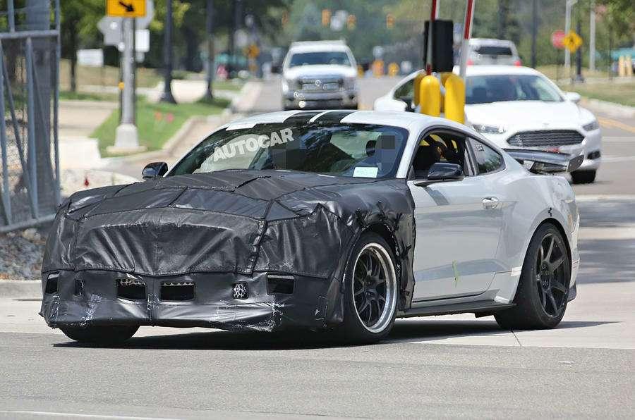 Охота натигра: сверхмощный Ford Mustang устранит конкурентов— фото 617002