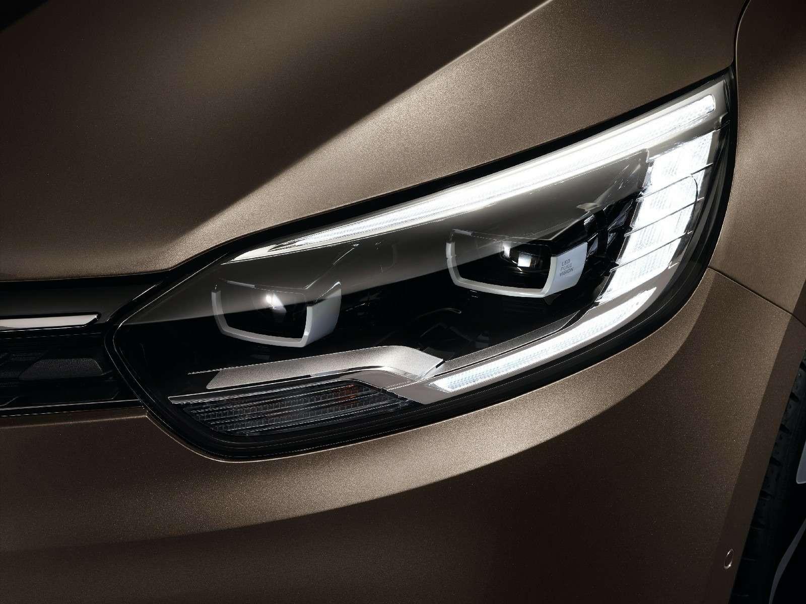 Renault Grand Scenic соблазняет сантиметрами, дюймами илитрами— фото 590948
