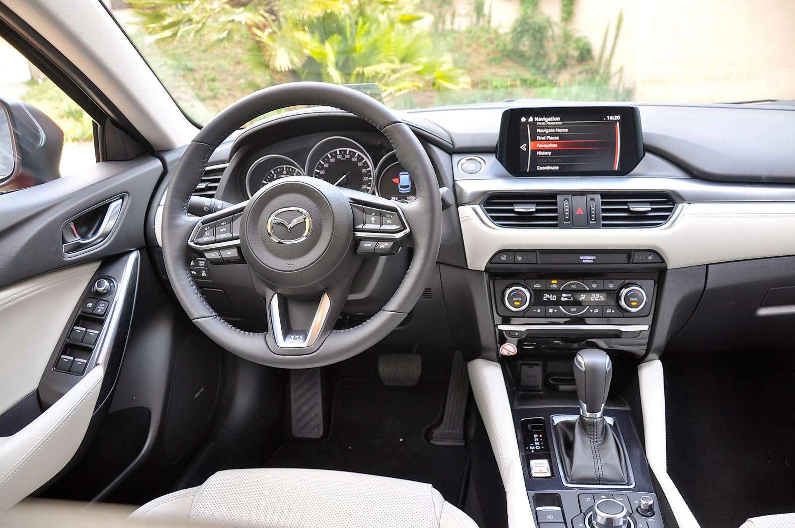 Интерьер новой Mazda6