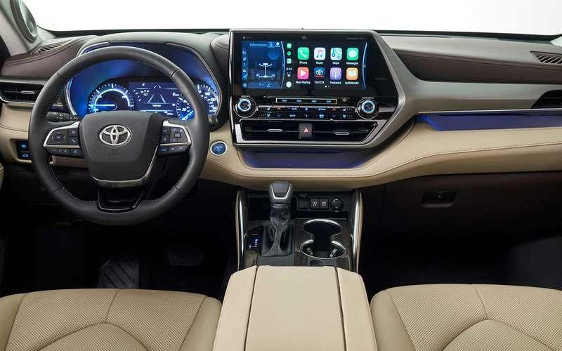 Новый Toyota Highlander избавился отлезвий на«лице»