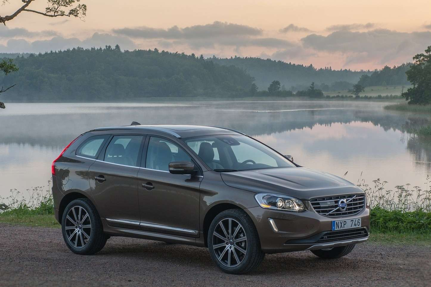 Volvo-XC60_2014_1600x1200_wallpaper_04