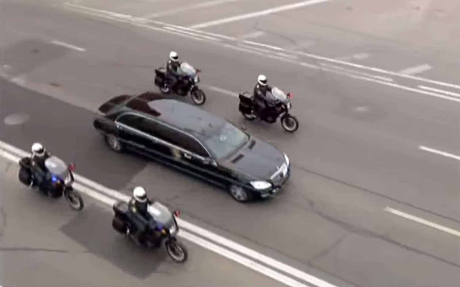 Любимые машины Дмитрия Медведева: откомбайна доАуруса— фото 945803