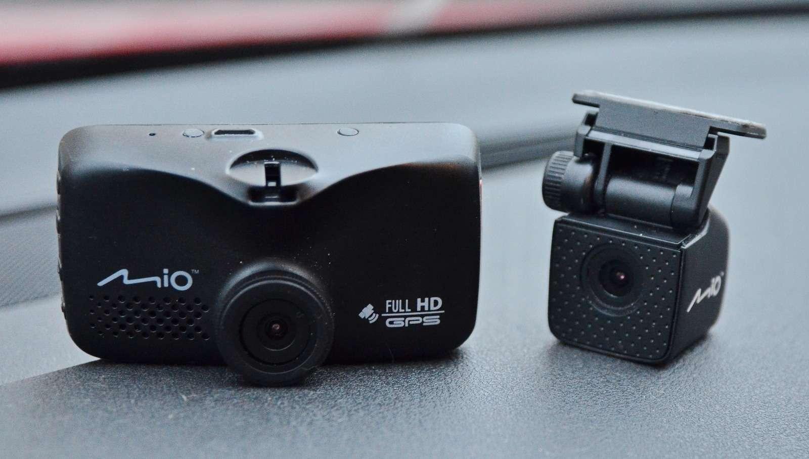 Супертест двухкамерных видеорегистраторов Full HD— фото 838398