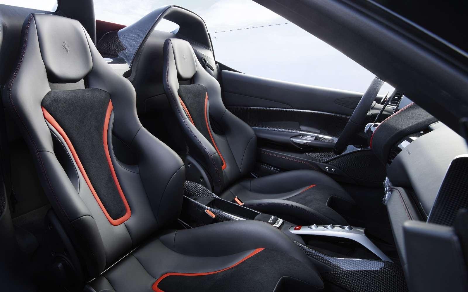 Япония вдохновляет: Ferrari представила юбилейную таргу J50— фото 677907
