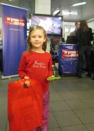 Юная участница акции сэксклюзивными подарками отDisney