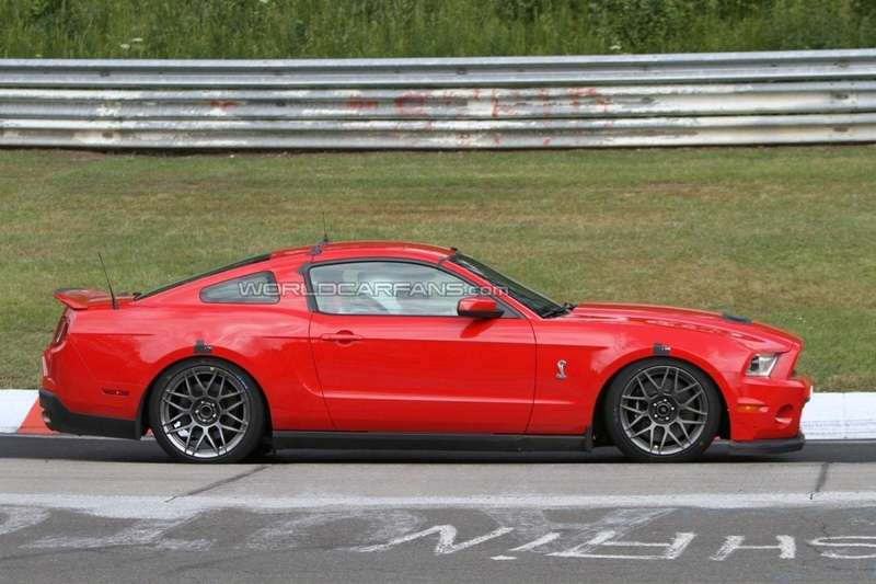 Ford Mustang Shelby GT500 (2)