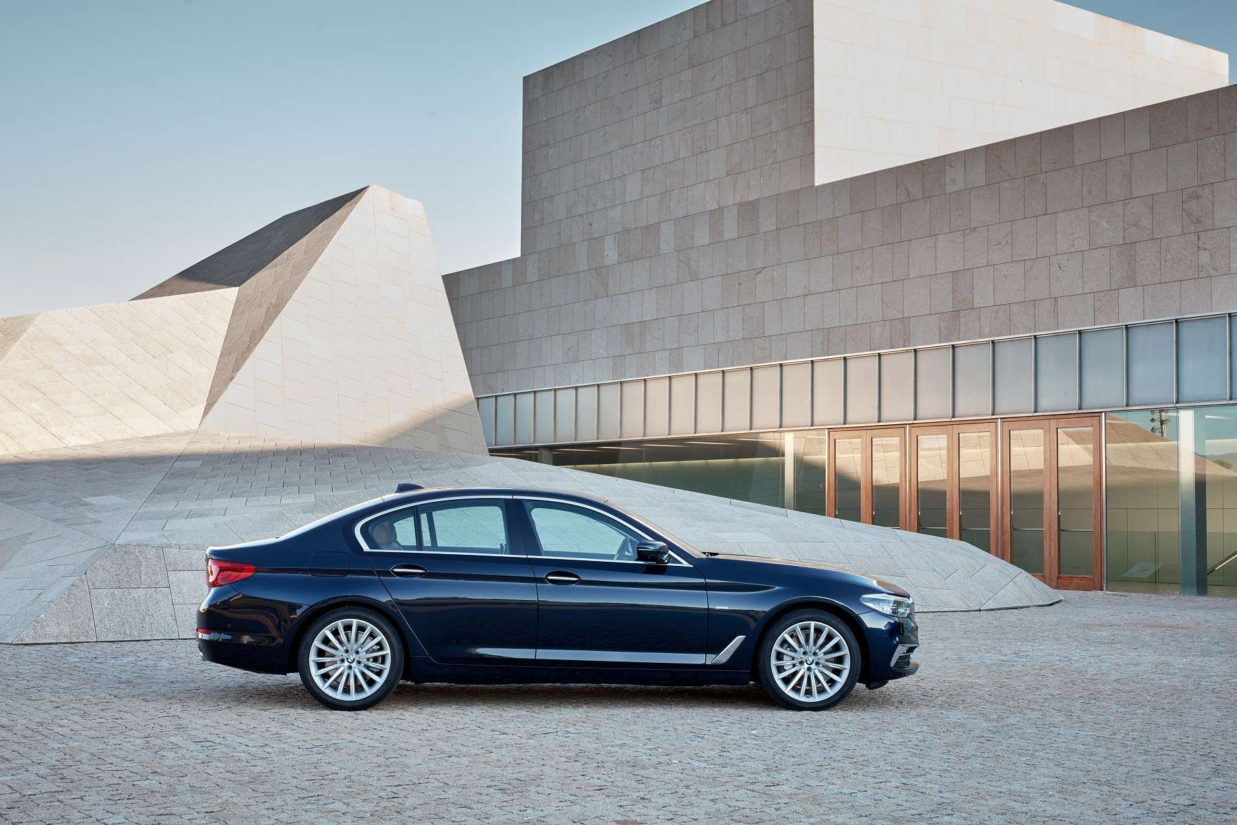 Головоломка по-баварски: BMW представила новый седан 5-й серии— фото 648255