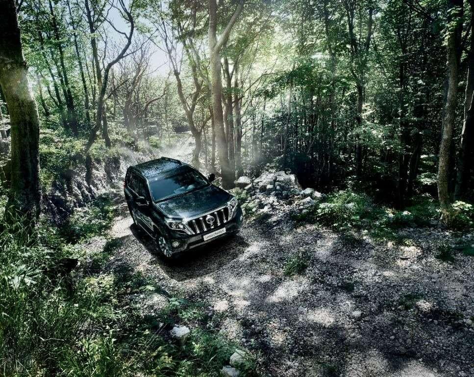 Toyota начала принимать заказы наобновленный Land Cruiser Prado— фото 386700