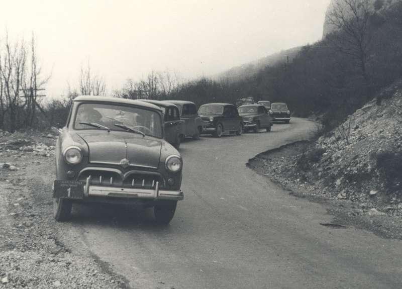 Государственные испытания, зима 1955 года, Крым. Уголовного автомобиля желобки отвода воды накрыше выполнены пообразцу ГАЗ-21«Волга»