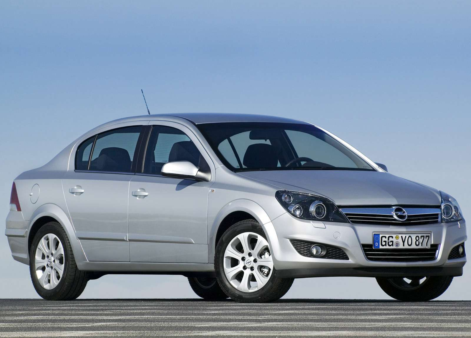 Opel-Astra_Sedan_2007_1600x1200_wallpaper_05