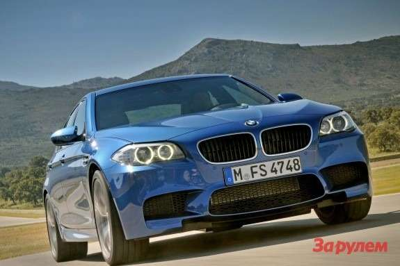 BMW M5 side-front view