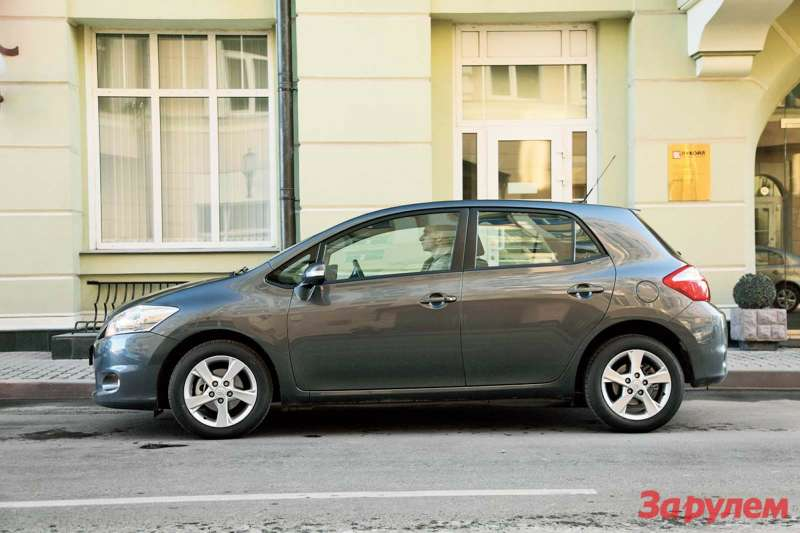 «Тойота-Аурис», от 599 000 руб.