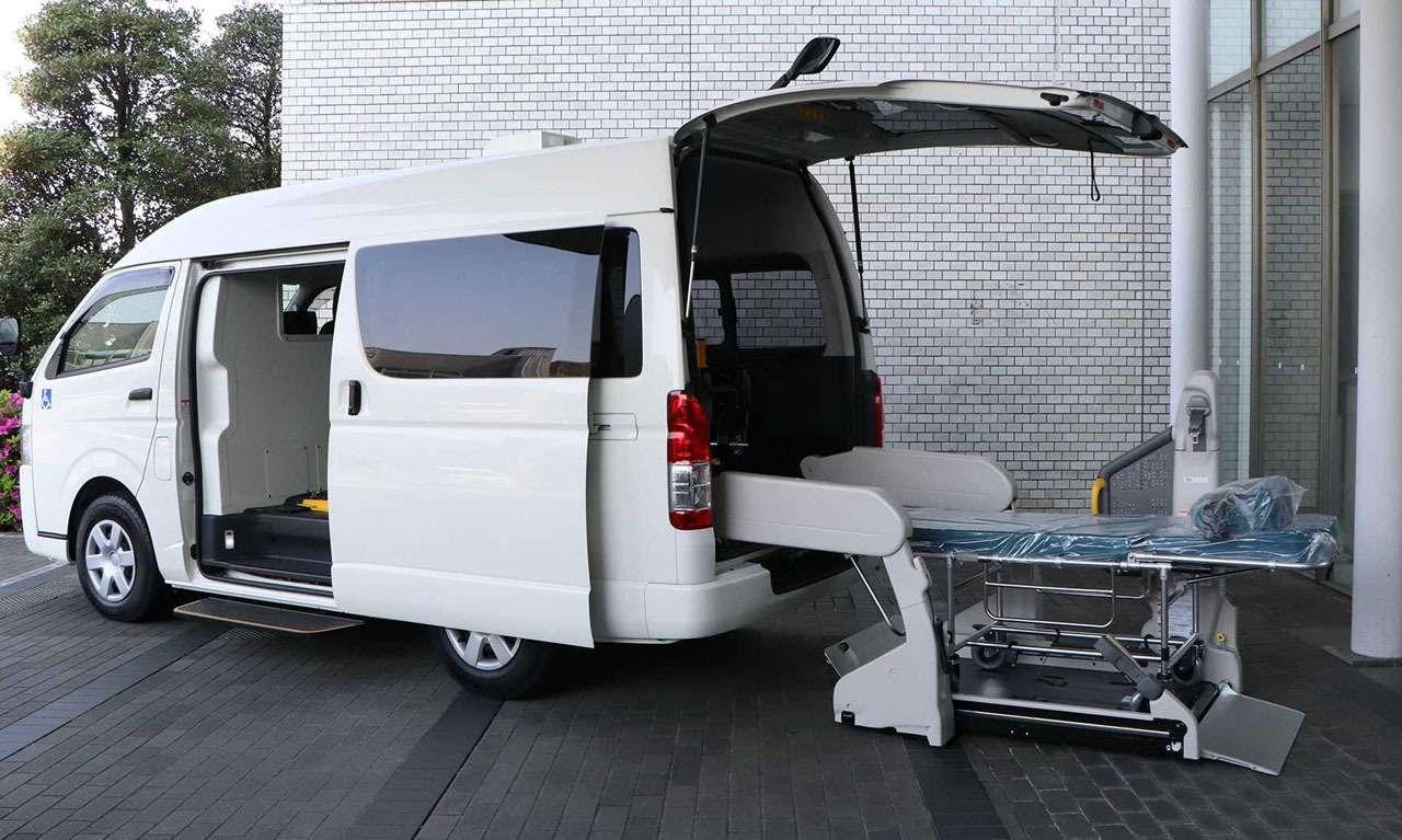 Минивэн Toyota Hiace приспособили дляперевозки инфицированных пациентов— фото 1120515