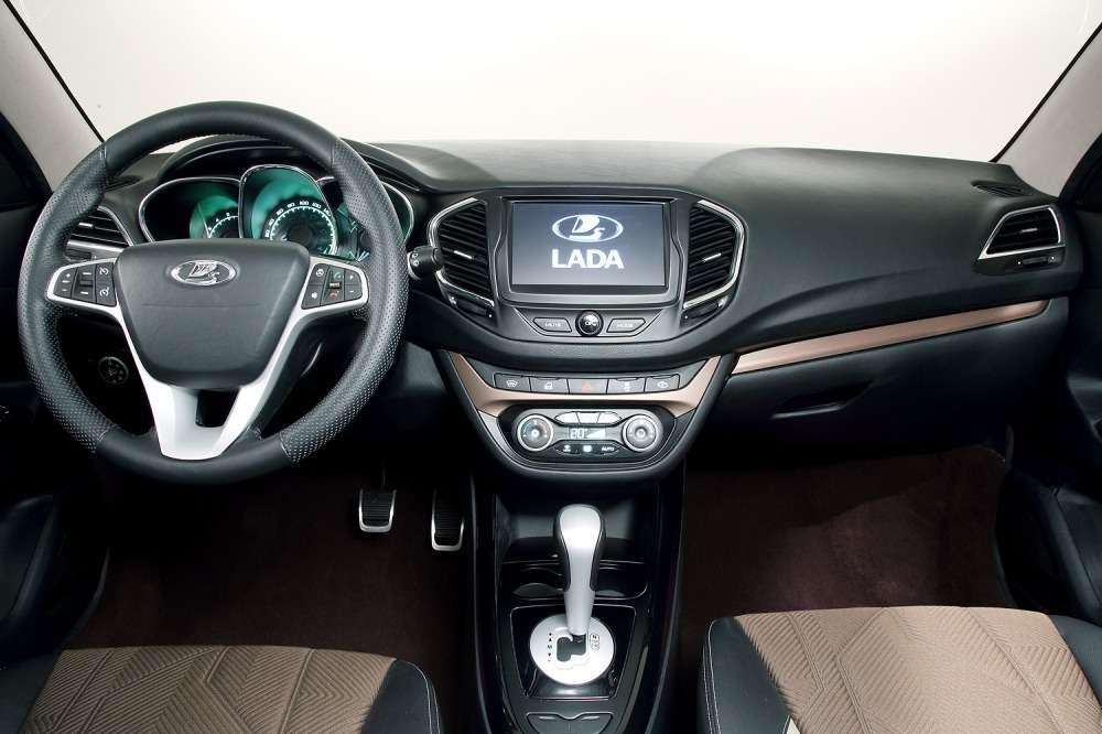 АВТОВАЗ соберет вянваре 25экземпляров Lada Vesta— фото 366278
