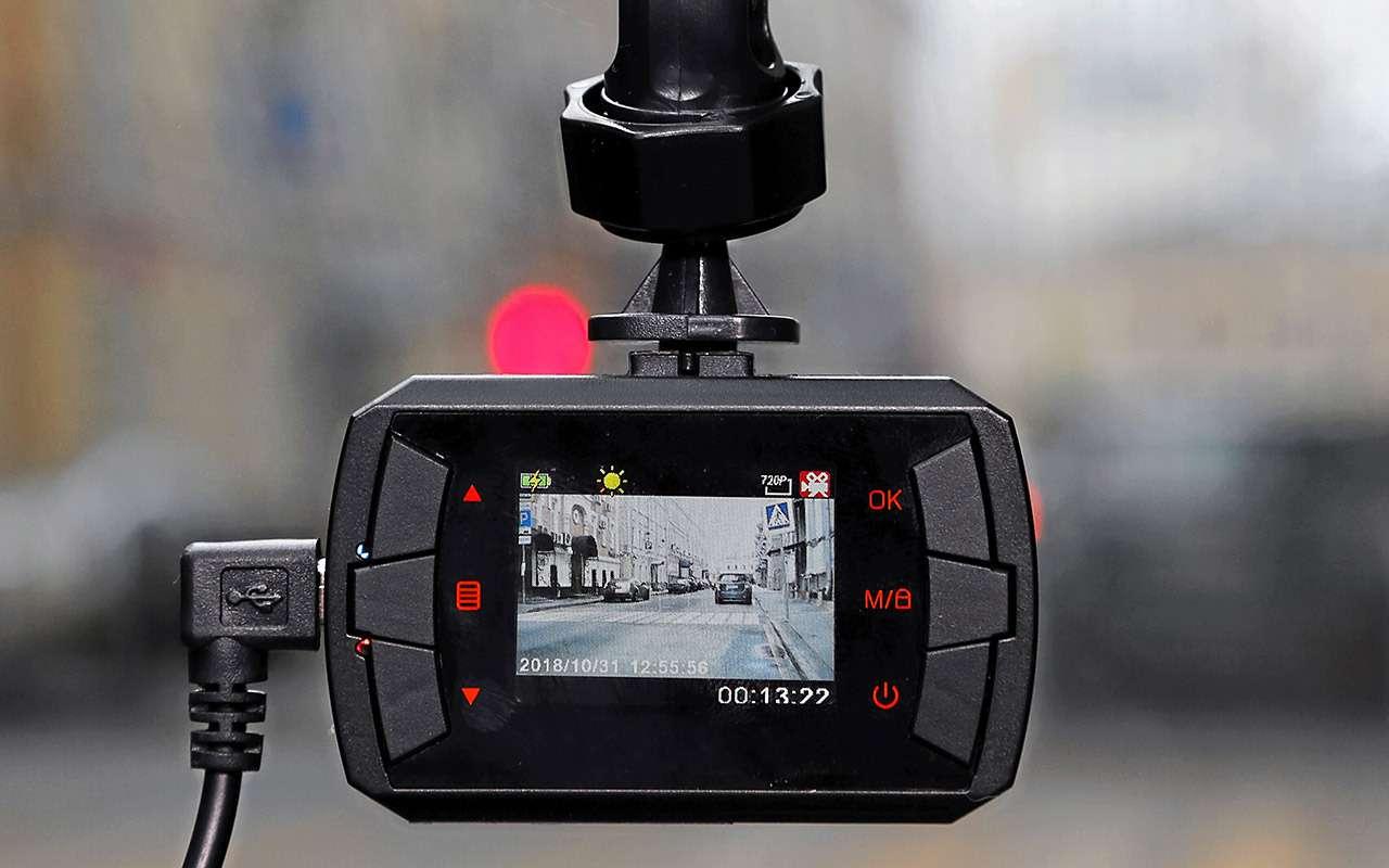 Самые дешевые видеорегистраторы: выбираем лучший— фото 932539