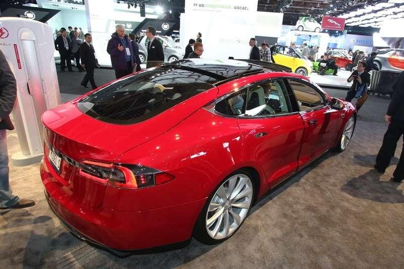 Tesla-Model-S-2[3]_no_copyright