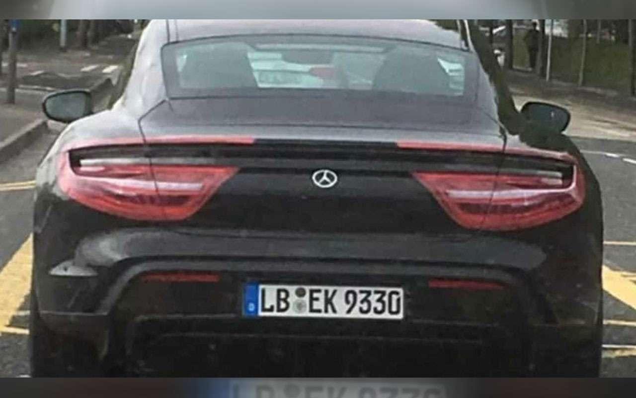 Новый Porsche Taycan: испытания подшильдиком Mercedes-Benz— фото 969761