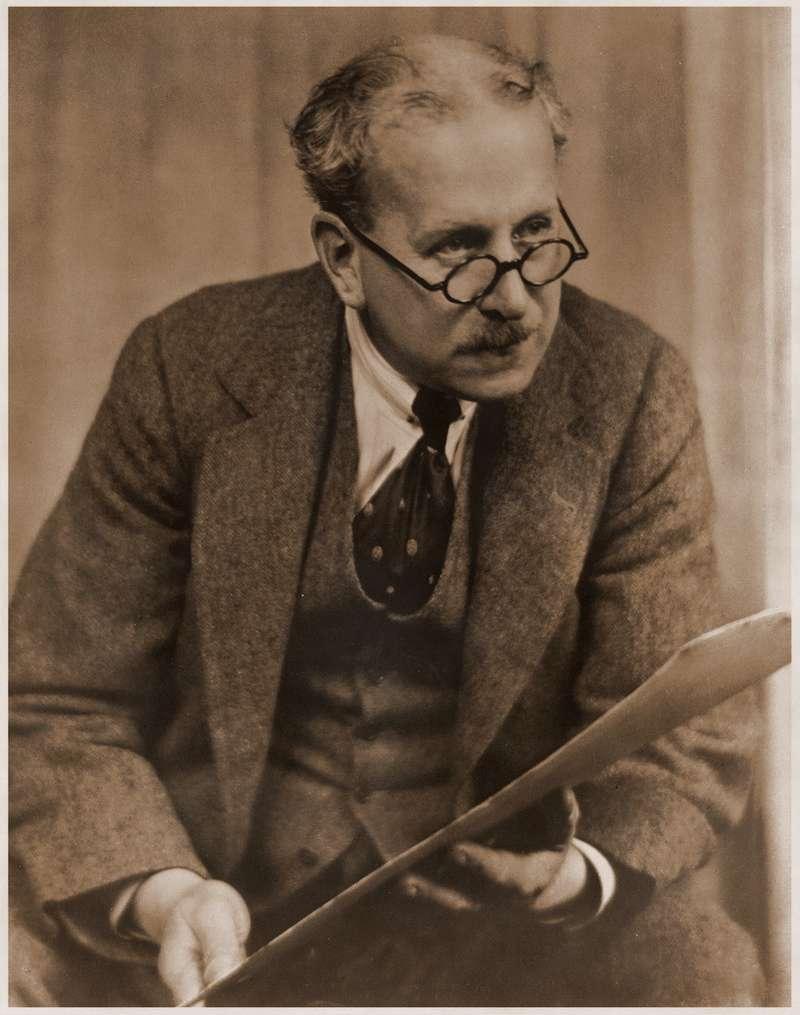 Клод Гудман Джонсон (24.10.1864— 11.04.1926гг), первый коммерческий директор компании Rolls-Royce, придумавший название «Серебряный призрак»