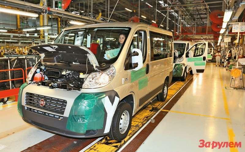 55%всех выпускаемых вSEVEL грузовичков носят марку FIAT. Французам надвоих остается 45%