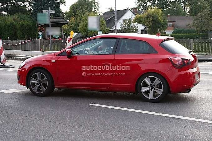 New 3-door SEAT Leon test prototype side view_no_copyright