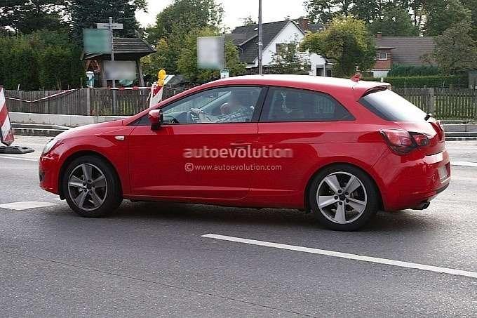 New3-door SEAT Leon test prototype side view_no_copyright