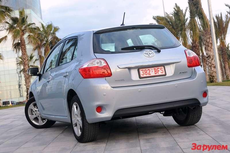 2010-Toyota-Auris6