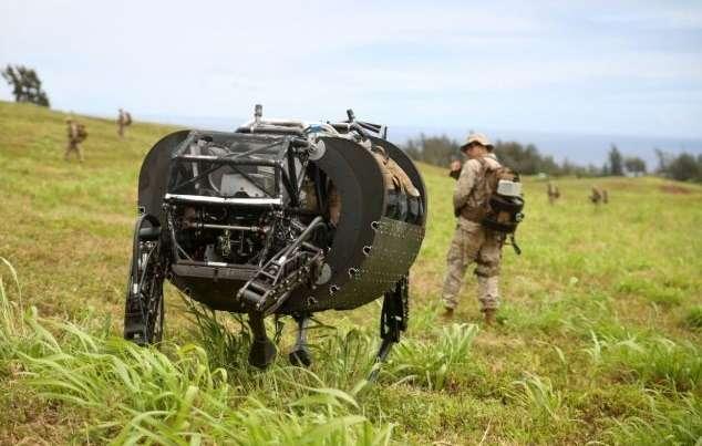 Американские морпехи тестируют автономный автомобиль исобаку-робота