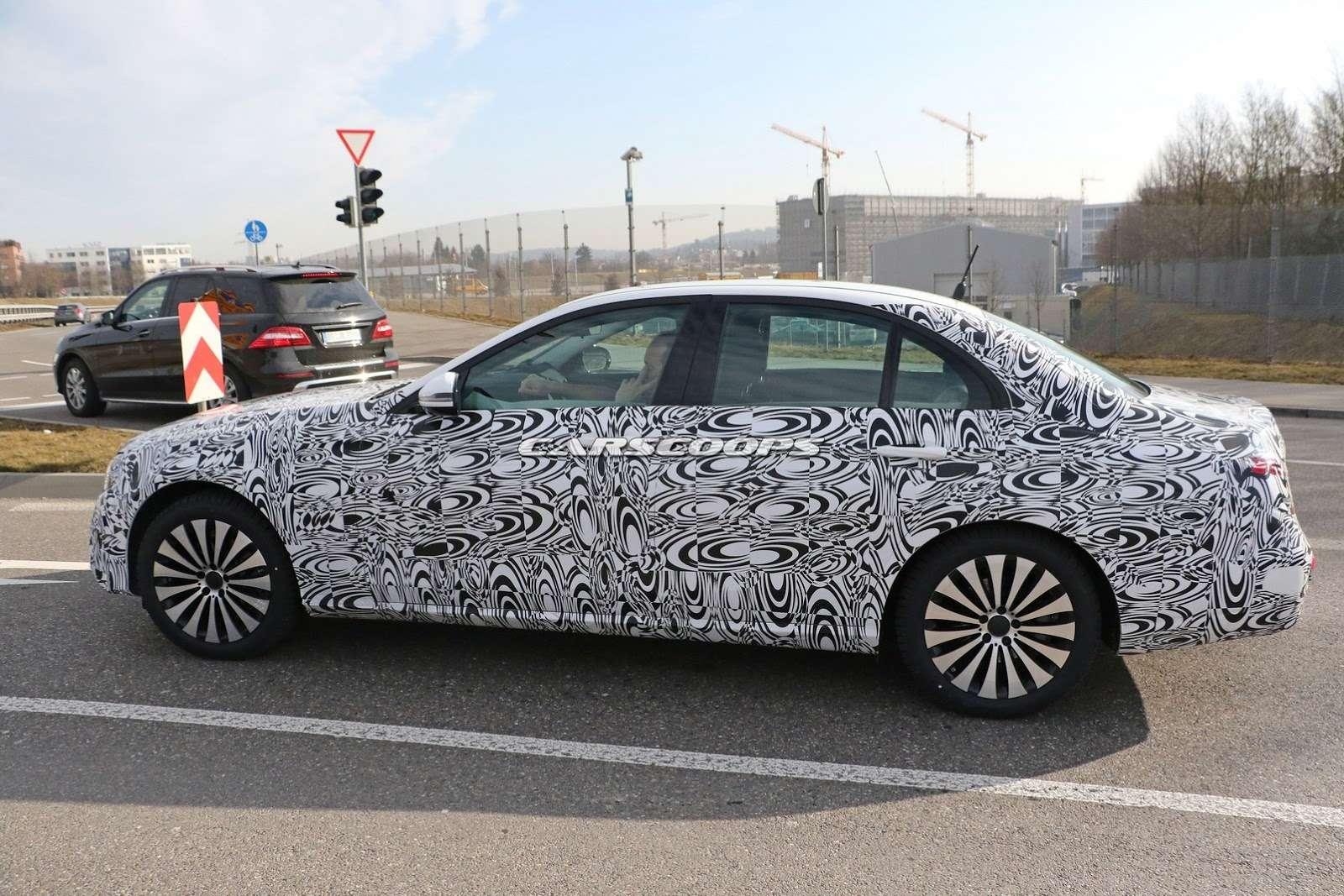 2017-Mercedes-E-Class-Sedan7