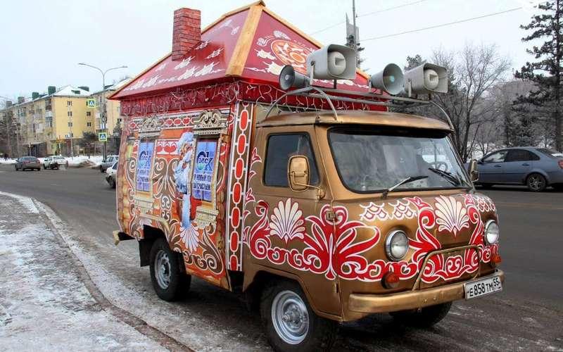 УАЗБуханку превратили вавтомобиль Деда Мороза