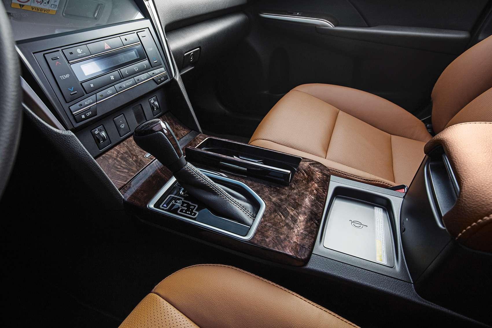 Эксклюзивная наша Камри: Toyota представила седан длягаджетоманов— фото 614339