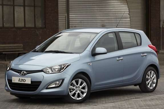 Restyled Hyundai i20 side-front view