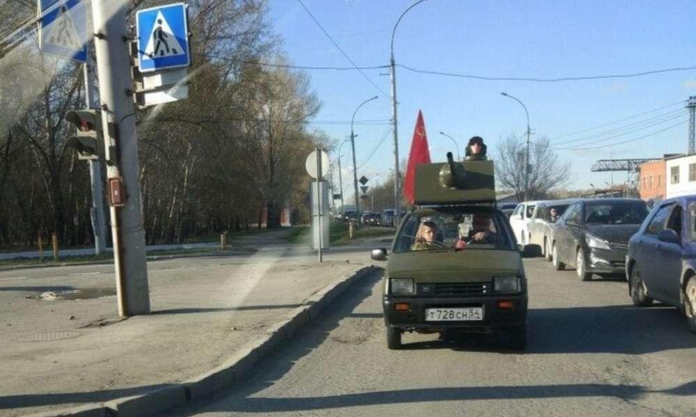 Новосибирцы готовятся к9мая: Ока-танк иКатюша изяпонского пикапа— фото 747288