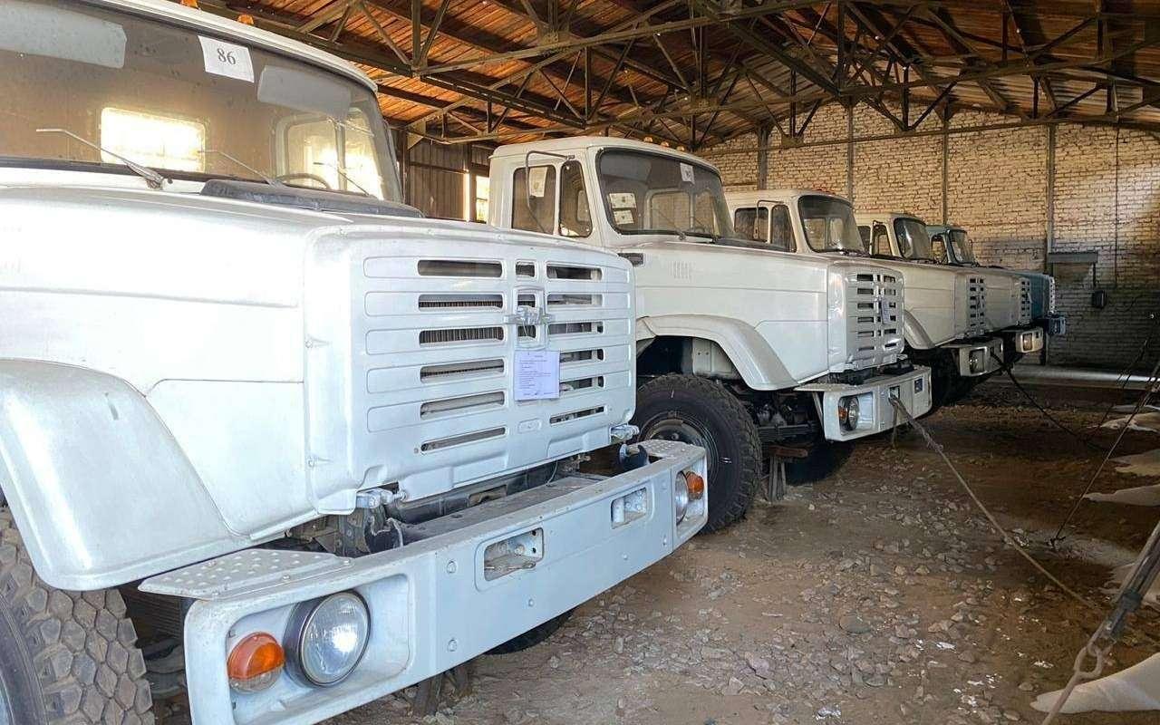 Найдена стоянка сновыми грузовиками ЗИЛ— фото 1236409