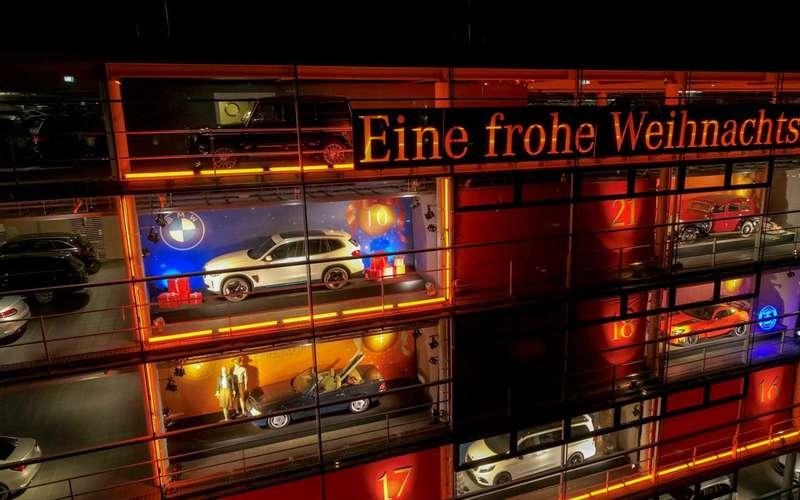BMWиMercedes рекламируют кроссоверы друг друга