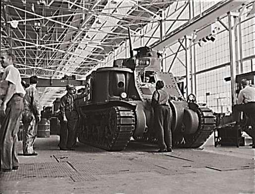 …икомпания переключилась навоенные заказы, втом числе навыпуск танков M-3 General Lee, который наши танкисты прозвали «братской могилой насемерых», настолько онбыл не приспособлен дляпротивостояния немецким танкам. Впрочем, «Генерал Ли» стал одним изпервых танков, полученных нами поленд-лизу втот тяжелый период 1941/42 годов, когда нам остро нехватало любой бронетехники