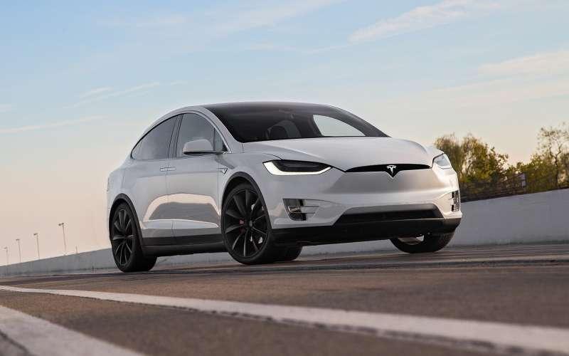 Шагвперед, два назад: Tesla представила парадоксальный апгрейд автопилота