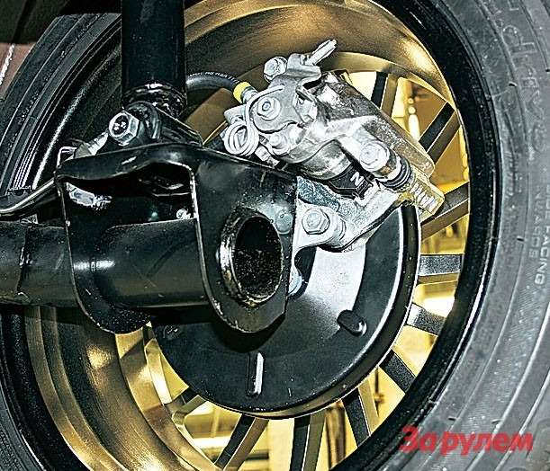 Задние дисковые тормоза наэтой машине отнюдь не необходимость, аимиджевый элемент.